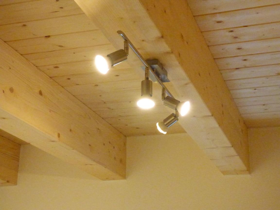 privathaus beleuchtung mit holzdecke vomasta elektrotechnik. Black Bedroom Furniture Sets. Home Design Ideas